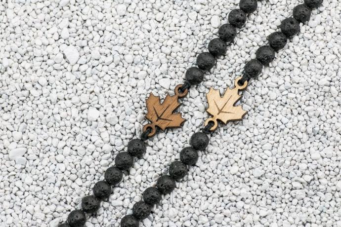 Drewniana bransoletka Liść Klonowy Merbau Kamień Wulkaniczny