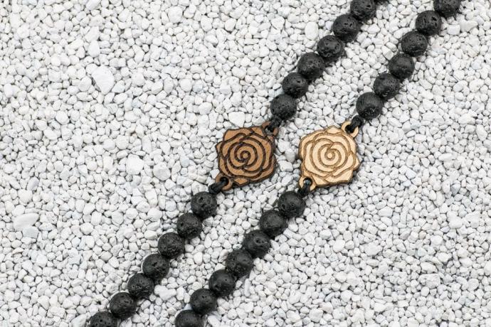 Drewniana bransoletka Róża Merbau Kamień Wulkaniczny