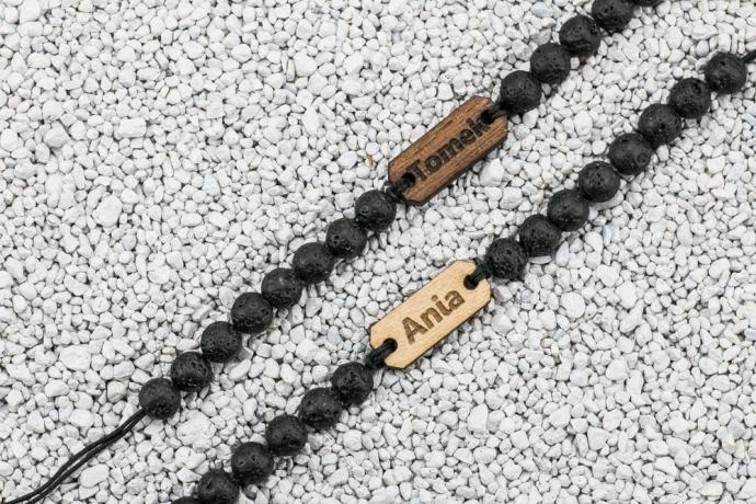 Drewniana bransoletka Twoje Imię Aniegre Kamień Wulkaniczny