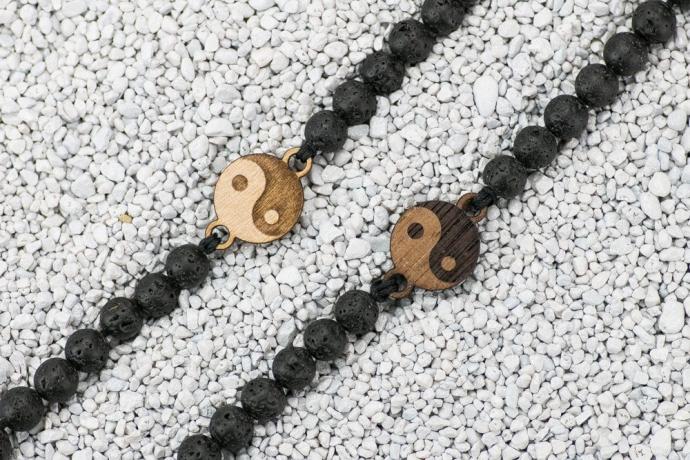 Drewniana bransoletka Yin Yang Merbau Kamień Wulkaniczny