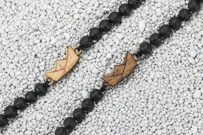 Drewniana bransoletka Łódeczka Papierowa Aniegre Kamień Wulkaniczny