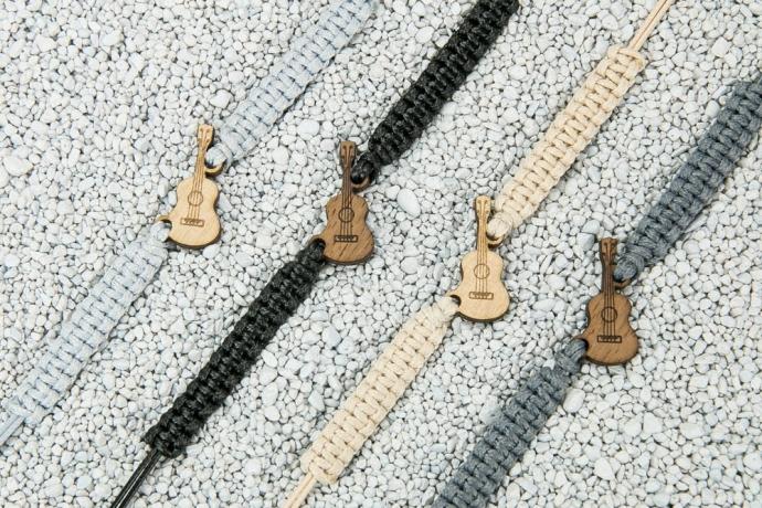 Drewniana bransoletka Gitara Merbau Pleciona