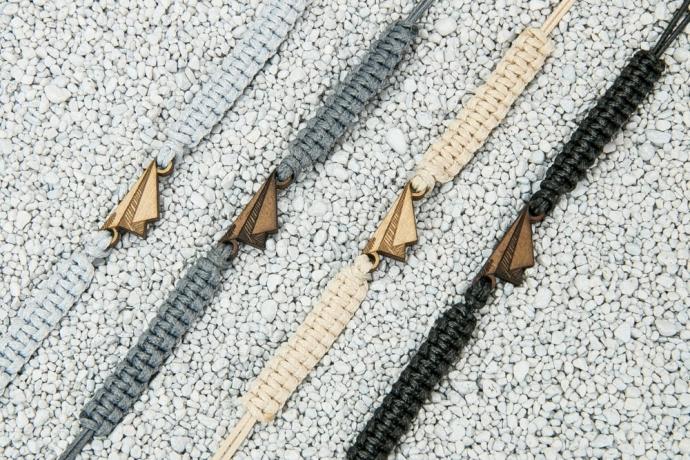 Drewniana bransoletka Samolocik Papierowy Merbau Pleciona