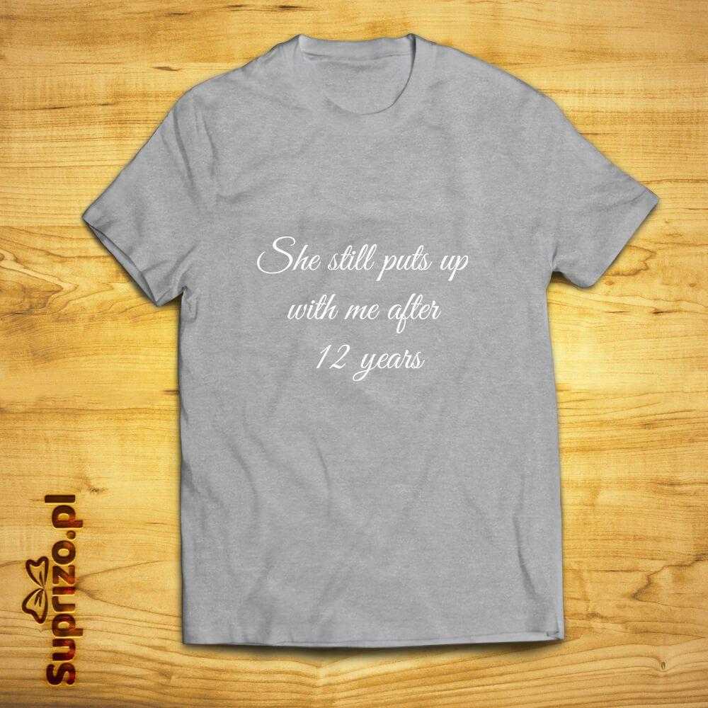 Koszulka z personalizowanym napisem dla niego od niej